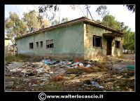 Caltanissetta: Reportage fotografico sulle miniere di Caltanissetta. Miniera Gessolungo. Ex Uffici e studio tecnico della miniera.  - Caltanissetta (6361 clic)