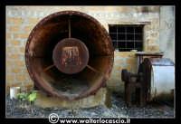 Caltanissetta: Miniera Trabonella. Reportage sulle miniere di zolfo di Caltanissetta.Vecchie attrezzature abbandonate.  - Caltanissetta (2404 clic)
