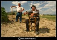 Agira. Don Orazio in pausa nei campi.  - Agira (1366 clic)