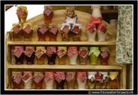 Nicolosi, Etna: Fiori e sapori. Barattolini di miele.  - Nicolosi (5902 clic)