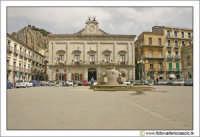 Nicosia: Piazza. Sullo sfondo, il Palazzo di Città, Municipio (Secolo XIX).  - Nicosia (5230 clic)