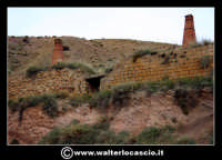 Caltanissetta: Reportage fotografico sulle miniere di Caltanissetta. Miniera Saponaro Garibaldi. Le bocche dei forni e gli alti camini in mattoni di terracotta.  - Caltanissetta (3027 clic)