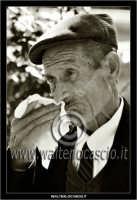 Leonforte.  Anziano per strada.  - Leonforte (2079 clic)