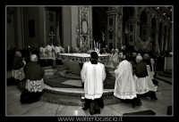 Caltanissetta. Mercoledi' Santo 2007. Real Maestranza 2007. Prelati attorno all'altare della Cattedr
