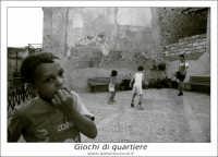 Sutera. Bambini che giocano. Giochi di quartiere.  www.walterlocascio.it Walter Lo Cascio  - Sutera (3002 clic)