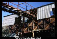 Caltanissetta: Miniera Trabonella. Reportage sulle miniere di zolfo di Caltanissetta.Vecchie attrezzature abbandonate.  - Caltanissetta (3352 clic)