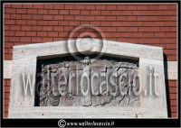 Caltanissetta: Villaggio Santa Barbara. Chiesa di Santa Barbara. Particolare del prospetto.  - Caltanissetta (1737 clic)