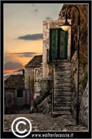 Sutera. Scorci del paese. Tramonto a Sutera. Stradian che porta alla chiesa di San Paolino  - Sutera (4474 clic)