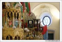 Catania, Festa di Sant'Agata 2006. Duomo di Sant'Agata. Interno. Navata laterale destra. Le Candelore, sono pronte per partire.  - Catania (2087 clic)