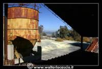 Caltanissetta: Miniera Trabonella. Reportage sulle miniere di zolfo di Caltanissetta.Vecchie attrezzature abbandonate.  - Caltanissetta (2432 clic)