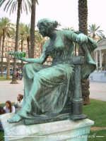 Una statua ubriaca a Piazza Castelnuovo. PALERMO Walter Lo Cascio