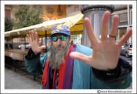 Catania: Michele, un barbone catanese. Lui si definisce Il maestro dell'aeroporto perchè costretto a dormire all'interno del teminal dell'aeroporto di Catania.   - Catania (3610 clic)
