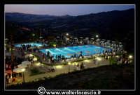 Gagliano Castelferrato: 01 Luglio 2007. Inaugurazione delle nuove Piscine NAIADI. Scorcio del parco by night. Vista dall'alto.  - Gagliano castelferrato (4140 clic)