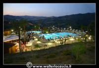 Gagliano Castelferrato: 01 Luglio 2007. Inaugurazione delle nuove Piscine NAIADI. Scorcio del parco by night. Vista dall'alto.  - Gagliano castelferrato (5840 clic)