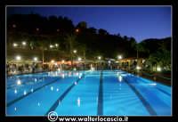 Gagliano Castelferrato: 01 Luglio 2007. Inaugurazione delle nuove Piscine NAIADI. Scorcio del parco by night.   - Gagliano castelferrato (5541 clic)