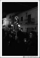 Agira: Venerdì Santo. Fedeli trasportano a spalla per le vie del Paese, la Statua dell'Addolorata.  - Agira (3098 clic)