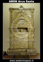 Agira: ARON, l'Arca Sacra. L'Aron di Agira. L'Aron ha Kodesh di Agira. Anno 5214 dalla creazione del mondo  secondo il calendario ebraico, corrispondente all'anno 1454 del calendario Cristiano. L 'Aron era il luogo dove venivano conservati i rotoli delle Sacre Scritture (Tora'). L?ARON SI TROVA NELLA COLLEGIATA DEL SS. SALVATORE DI AGIRA- Foto Walter Lo Cascio www.walterlocascio.it  - Agira (3831 clic)