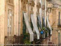 Balconi nel centro Storico di Palermo. Via Sant'Agostino. Foto Walter Lo Cascio  - Palermo (3497 clic)