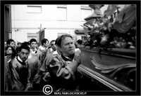 Caltanissetta. Settimana Santa a Caltanissetta. Anno 2006. Venerdi'Santo a Caltanissetta. La processione del Cristo Nero. Processioni, gruppi sacri, maestranza, venerdi santo, vare, vara, Pasqua, Caltanissetta. I Fedeli all'interno della Chiesa Signore della Citta', quartiere San Francesco. I Fedeli, Le Lamintanze. I fedeli scalzi.  - Caltanissetta (1681 clic)