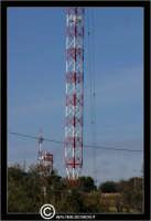 Caltanissetta. Monte Sant'Anna. La famosa Antenna RAI posta sul monte Sant'Anna. L'antenna domina tutta la citta'. Particolare della base dell'Antenna.  - Caltanissetta (9378 clic)