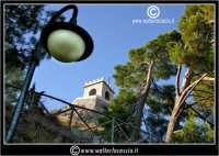 Sutera. Scorci del paese. la torre in cima al paese. Foto Walter Lo Cascio www.walterlocascio.it   - Sutera (2229 clic)