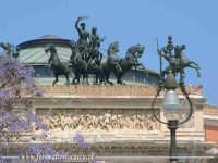 L'odore dei fiori, il tepore del sole e l'architettura palermitana. Teatro Politeama a Palermo. Walter Lo Cascio  - Palermo (2611 clic)