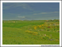 Agira: Campagna Agirina in primavera. Sullo sfondo, l'Etna fumante.  - Agira (3026 clic)