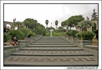 Catania: Giardino Vincenzo Bellini. Rampa d'entrata alla Villa. Techne  - Catania (2344 clic)