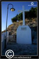 Sutera. La croce che si trova lungo il percorso ripido, per raggiungere la Chiesa di San Paolino.  - Sutera (1862 clic)