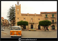 Licata: Piazza Progresso. Sullo sfondo il Palazzo Municipale di Licata.  - Licata (2485 clic)
