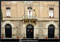 Licata: Piazza Progresso. Palazzo di Citta'. Il municipio.  - Licata (2876 clic)