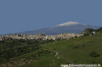 Panorama di Regalbuto con sfondo dell'Etna.  - Regalbuto (3635 clic)