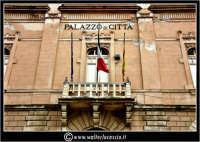 Licata: Piazza Progresso. Palazzo di Citta'. Il municipio. Particolare.  - Licata (1688 clic)