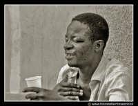 Palermo: Piazza Bologni. Negro ubriaco che canta. PALERMO Walter Lo Cascio