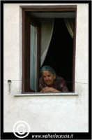 Sutera. Anziana donna alla finestra.  - Sutera (5339 clic)