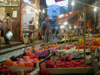 Mercato della Vucciria. Frutta e ortaggi.  - Palermo (3662 clic)