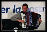 San Cataldo. Europark di Roccella. Corrado Maria Sillitti, Musicista, compositore, cantautore, durante una sua esibizione alla Fisarmonica. #2  - San cataldo (2434 clic)
