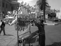 Venditore di palloncini. PALERMO Walter Lo Cascio