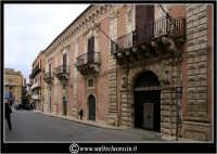 Licata: Palazzo Frangipane, XVIII sec, sede della Banca Popolare Sant'Angelo.  - Licata (3777 clic)