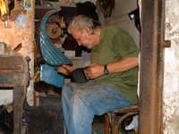 Antichi mestieri in sicilia. Il Calzolaio. PALERMO Walter Lo Cascio