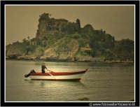 Isolabella: Pescatore al tramonto.  - Taormina (4614 clic)