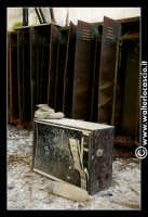 Caltanissetta: Miniera di Zolfo Trabonella. Ubicata sulla riva destra del fiume Imera, a circa 3 chilometri dalla stazione ferroviaria omonima, la miniera Trabonella, il cui inizio dell'attivita' estrattiva risale agli inizi dell'Ottocento, deve annoverarsi tra le piý importanti dell'Isola. In seguito al disastro verificatosi nel 1911, per lýesplosione di grisou, la miniera rimase chiusa fino al 1914, ma ancora per molto tempo i lavori furono ben lungi dal raggiungere i livelli di un tempo.</tit  - Caltanissetta (1614 clic)
