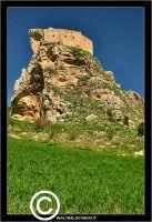 Mussomeli. Castello di Mussomeli. Il castello dei baroni Chiaramonte. Castello Manfredonico.Innalzato con funzioni strategiche, ma anche politiche e di controllo, ad opera di Manfredi III di Chiaramontano, verso il 1370, il castello ha seguito la sorte del vicino borgo (alle falde del monte San Vito), successivamente feudo dei baroni Moncada, De Prades, Castellar, Campo, quindi dei Lancia dal 1549 al 1812.   - Reportage sui Castelli della Provincia di Caltanissetta -   - Mussomeli (3452 clic)