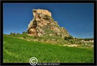 Mussomeli. Castello di Mussomeli. Il castello dei baroni Chiaramonte. Castello Manfredonico.Innalzato con funzioni strategiche, ma anche politiche e di controllo, ad opera di Manfredi III di Chiaramontano, verso il 1370, il castello ha seguito la sorte del vicino borgo (alle falde del monte San Vito), successivamente feudo dei baroni Moncada, De Prades, Castellar, Campo, quindi dei Lancia dal 1549 al 1812.   - Reportage sui Castelli della Provincia di Caltanissetta -   - Mussomeli (8051 clic)
