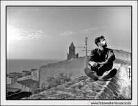 Cefalù: La solitudine di un ragazzo che pensa al suo amore lontano.....   - Cefalù (7424 clic)
