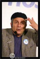 San Cataldo. Europark di Roccella. Il bravo e simpatico attore comico di Insieme, Enrico Guarneri inarte Litterio, durante un suo esilarante racconto.  - San cataldo (3945 clic)