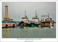Licata: Porto di Licata. Tre vecchi pescherecci e un faro.... www.walterlocascio.it Walter Lo Cascio  - Licata (12280 clic)