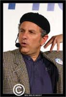 San Cataldo. Europark di Roccella. Il bravo e simpatico attore comico di Insieme, Enrico Guarneri in arte Litterio, durante un suo esilarante racconto.  - San cataldo (3751 clic)
