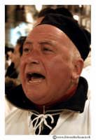 Catania: Festa di Sant'Agata. 5 Febbraio 2005: Festa della Patrona di Catania, Sant'Agata. Via Etnea. Anziano devoto. Ritratto.  - Catania (2246 clic)