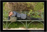 Catania: Dreams of an old man #2, uomo che dorme e sogna. Un anziano vecchietto riposa tranquillamente su di una panchina alla villa BEllini di Catania, sotto il caldo sole di una domenica di Dicembre.  - Catania (7246 clic)